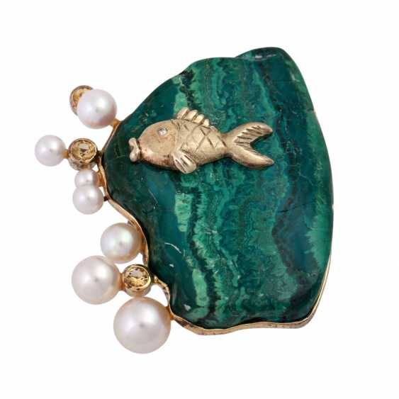 Brooch made of malachite with fish detail, cultured pearls and cubic Zirconia - photo 1