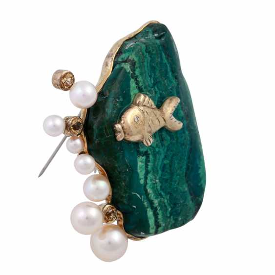 Brooch made of malachite with fish detail, cultured pearls and cubic Zirconia - photo 3
