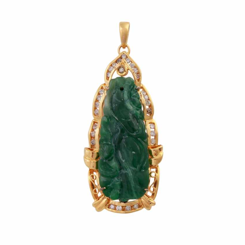 Pendant with Jade, framed by brilliant-cut diamonds, together approx. 0,3 ct, - photo 1