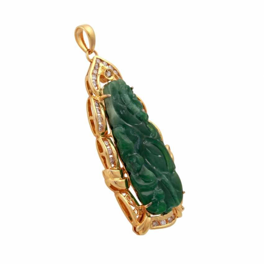 Pendant with Jade, framed by brilliant-cut diamonds, together approx. 0,3 ct, - photo 3