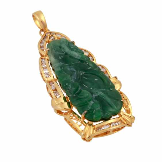 Pendant with Jade, framed by brilliant-cut diamonds, together approx. 0,3 ct, - photo 4