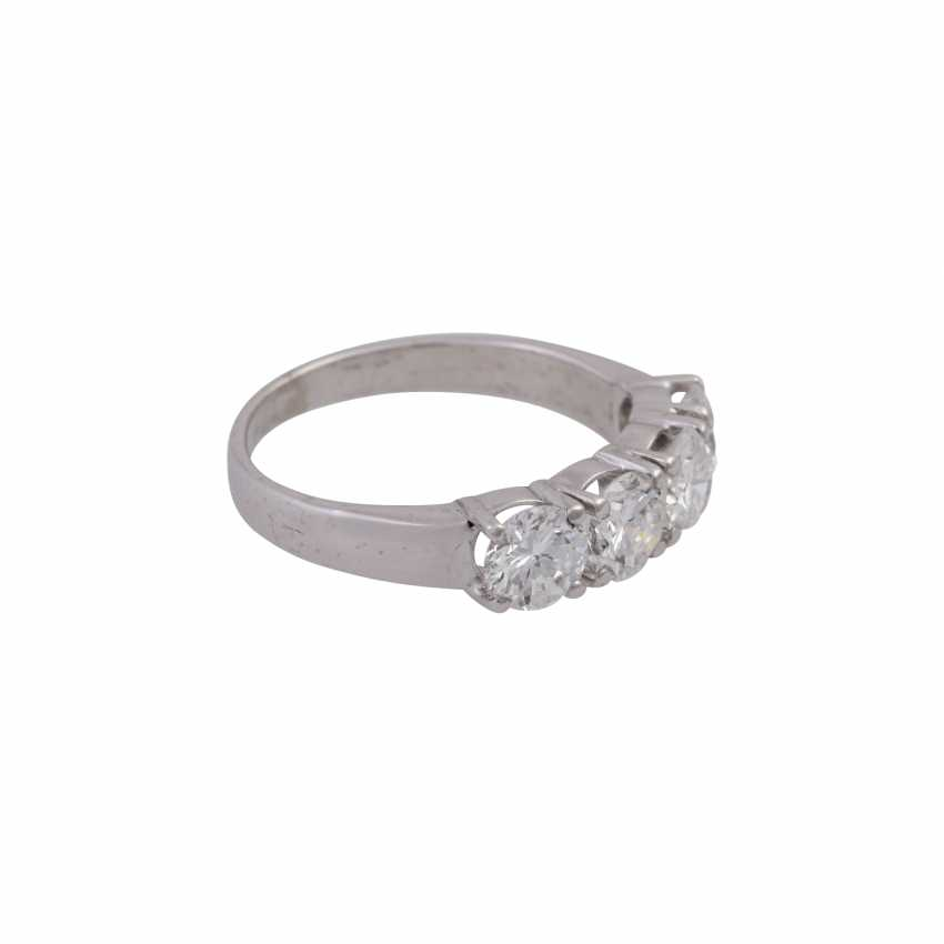 Ring with 4 brilliant-cut diamonds, together approx. 1,8 ct, - photo 2