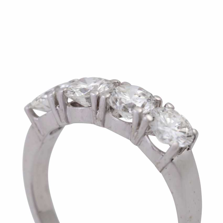 Ring with 4 brilliant-cut diamonds, together approx. 1,8 ct, - photo 5