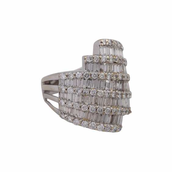 Ring with numerous diamonds approx 2 ct, - photo 2