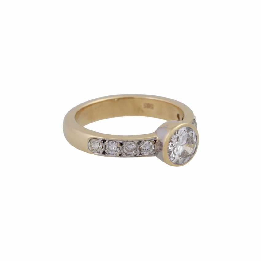 Ring with a Central brilliant of CA. 1 ct, - photo 2