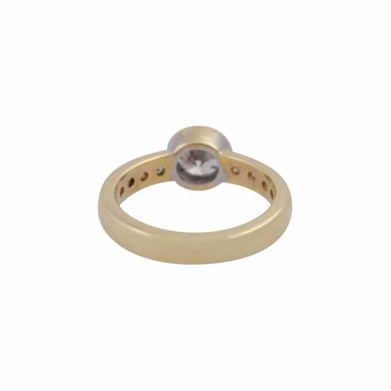 Ring with a Central brilliant of CA. 1 ct, - photo 4
