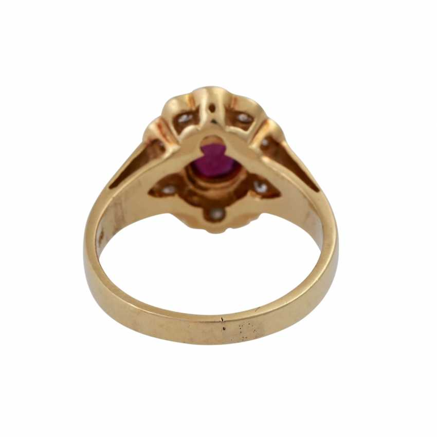Ring with oval ruby, entouriert of 12 brilliant-cut diamonds, - photo 4