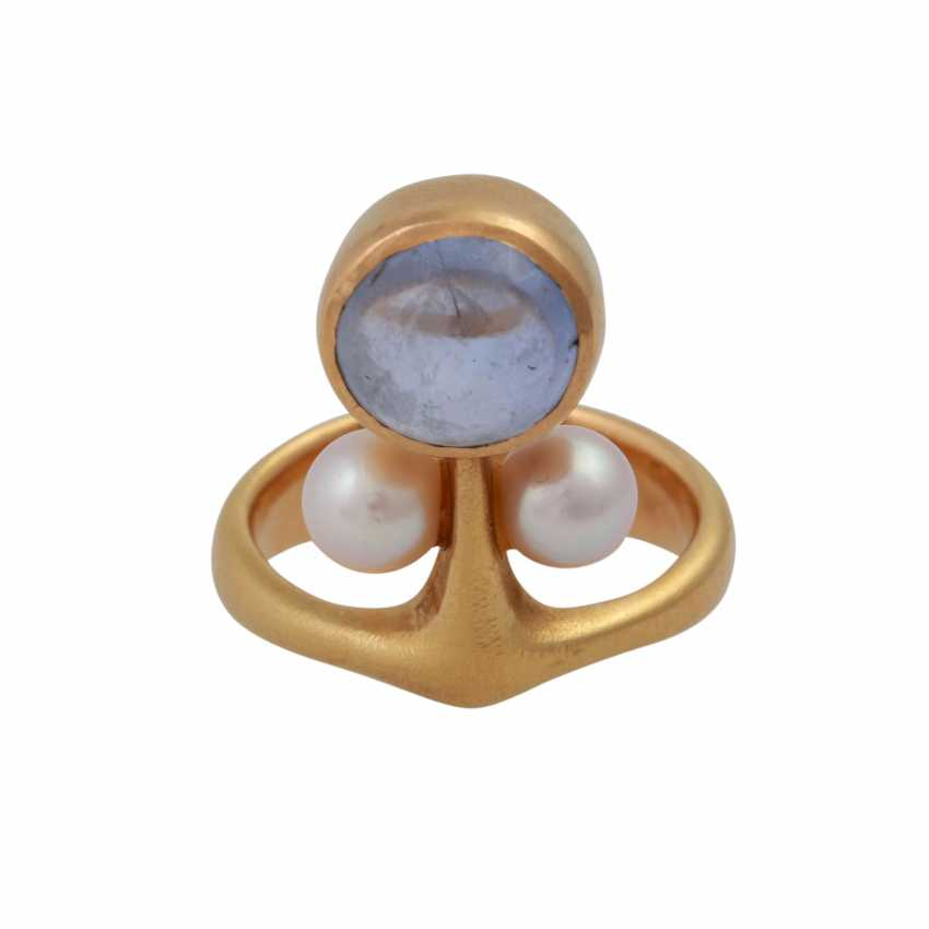 Ring with bright blue sapphire, approx 8,5 mm, 2 cultured pearls, - photo 1