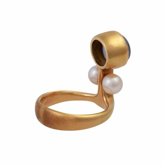 Ring with bright blue sapphire, approx 8,5 mm, 2 cultured pearls, - photo 3