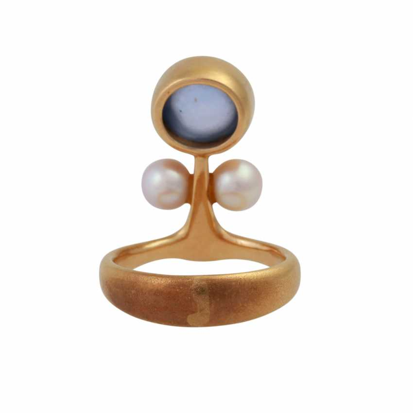 Ring with bright blue sapphire, approx 8,5 mm, 2 cultured pearls, - photo 4