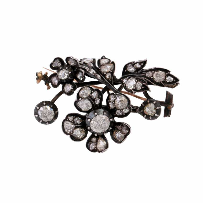 Flower brooch with numerous diamond roses, - photo 1