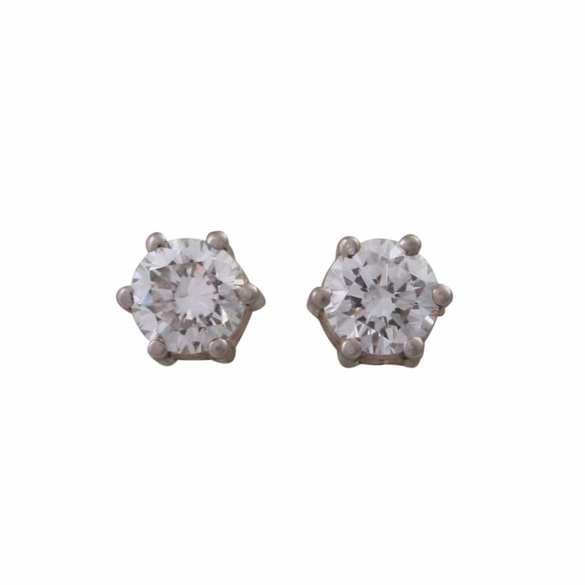 Pair of brilliant ear studs, approx 0.50 ct, - photo 1