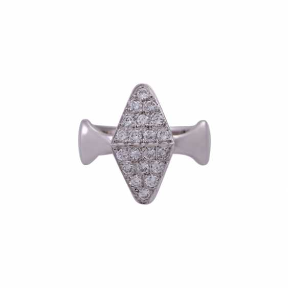 Ring with 20 brilliant-cut diamonds, together approx 0,49 ct - photo 1