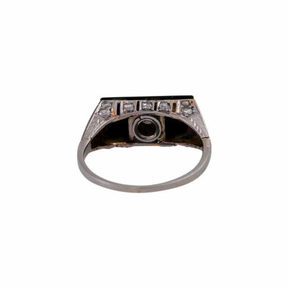 Ring with a rectangular onyx panel, and diamonds, - photo 4