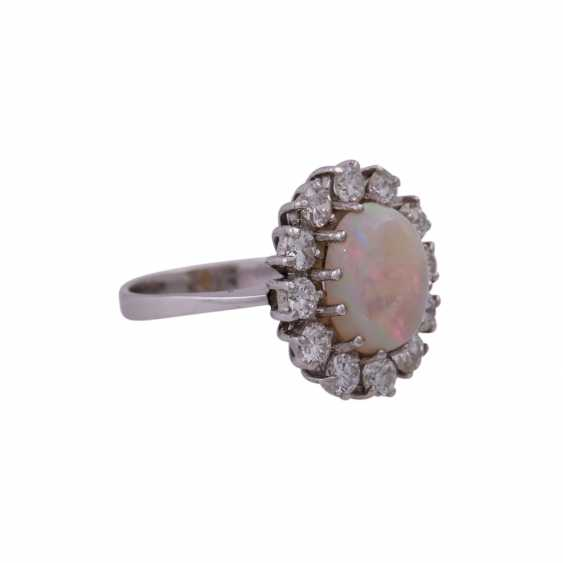 Ring with oval Opal and 12 brilliant-cut diamonds, together CA. 1 ct, - photo 2