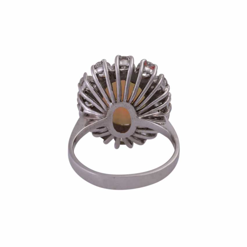 Ring with oval Opal and 12 brilliant-cut diamonds, together CA. 1 ct, - photo 4