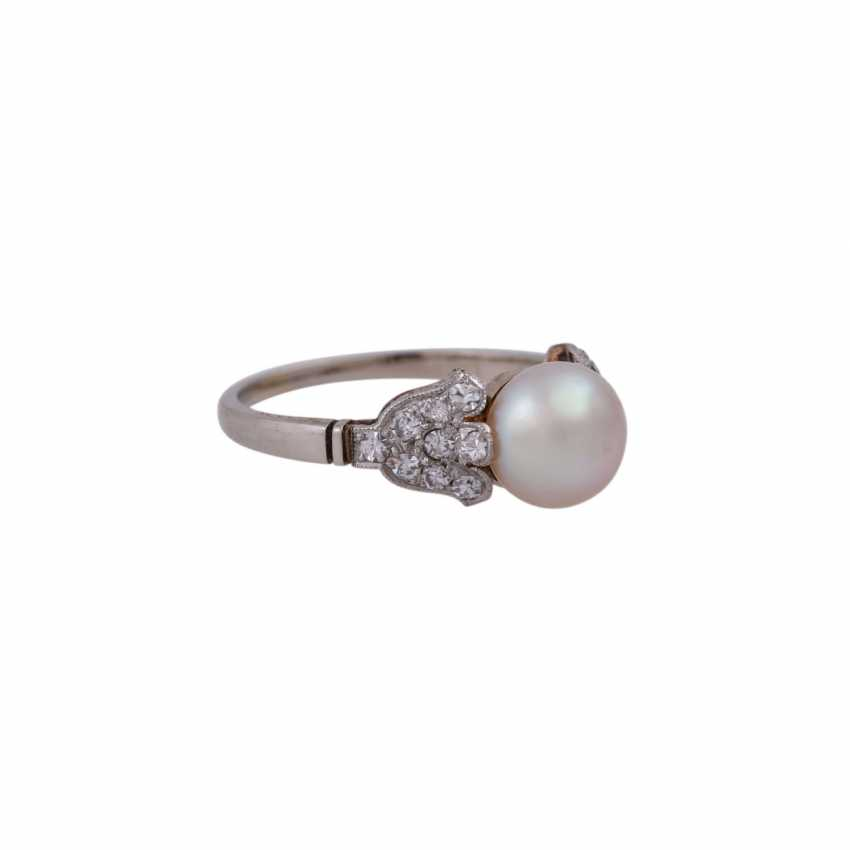 Ring with a Central cultured pearl and octagonal diamonds, together approx 0,18 ct, - photo 2