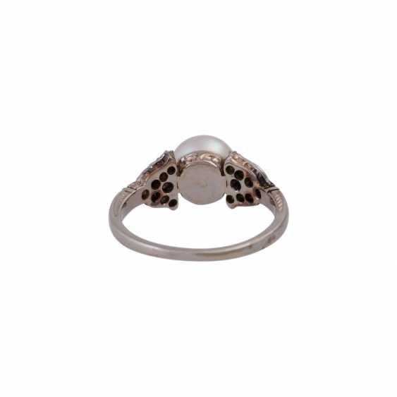 Ring with a Central cultured pearl and octagonal diamonds, together approx 0,18 ct, - photo 4