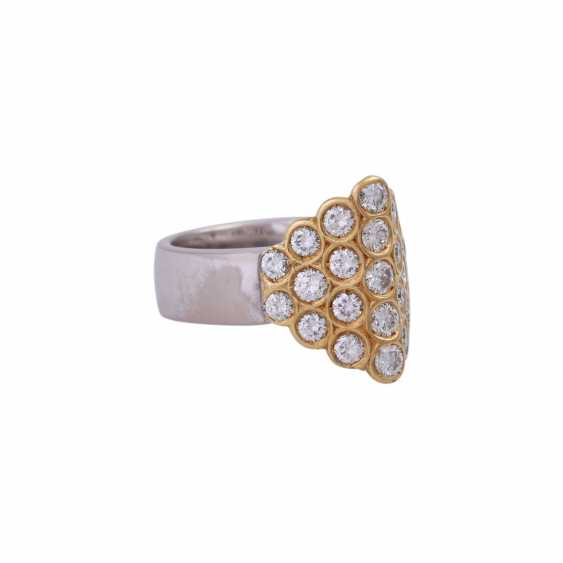 Ring set with 23 brilliant-cut diamonds, together approx 1,15 ct, - photo 2
