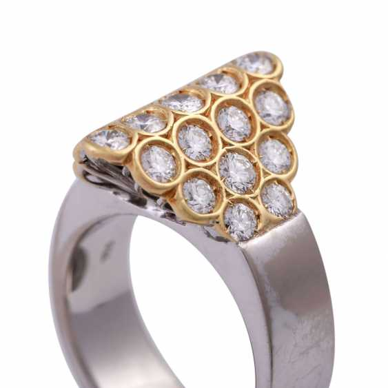 Ring set with 23 brilliant-cut diamonds, together approx 1,15 ct, - photo 5