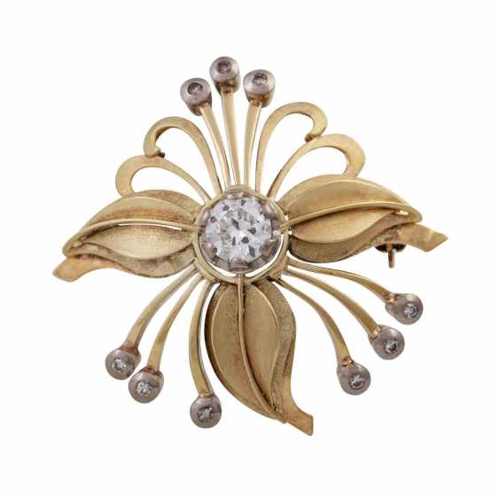 Floral brooch with diamonds, - photo 1