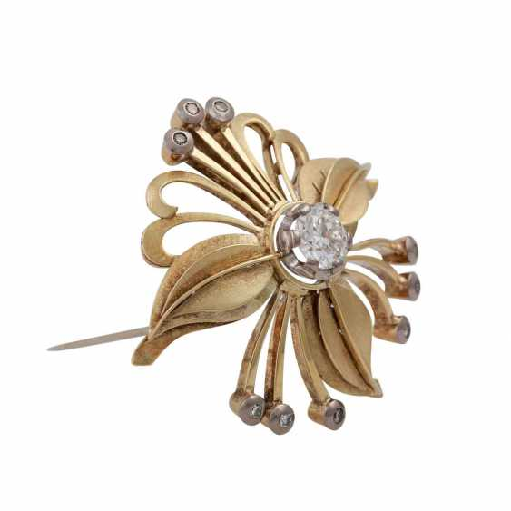 Floral brooch with diamonds, - photo 2