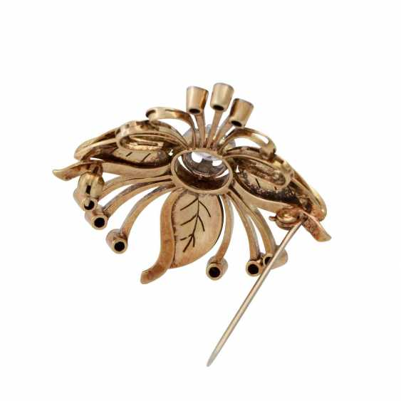 Floral brooch with diamonds, - photo 3