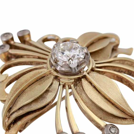 Floral brooch with diamonds, - photo 5
