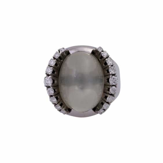 Ring with green moonstone cabochon - photo 1