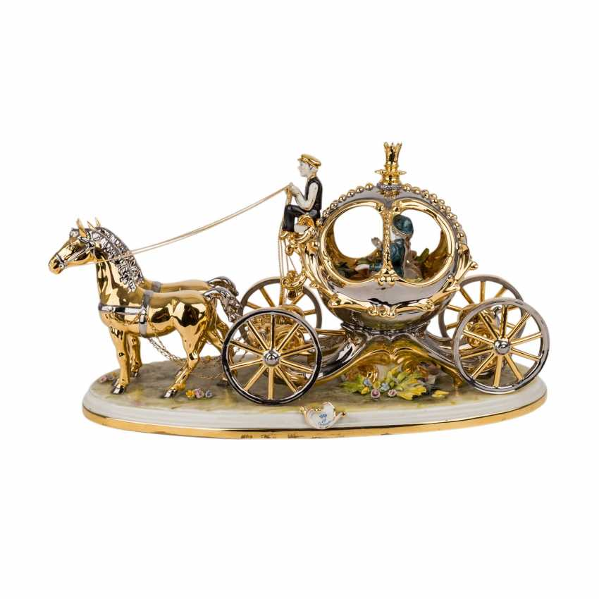 CAPODIMONTE figure group, 'Carriage with 2 horses, 20. Century. - photo 1