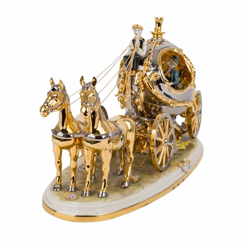 CAPODIMONTE figure group, 'Carriage with 2 horses, 20. Century. - photo 2