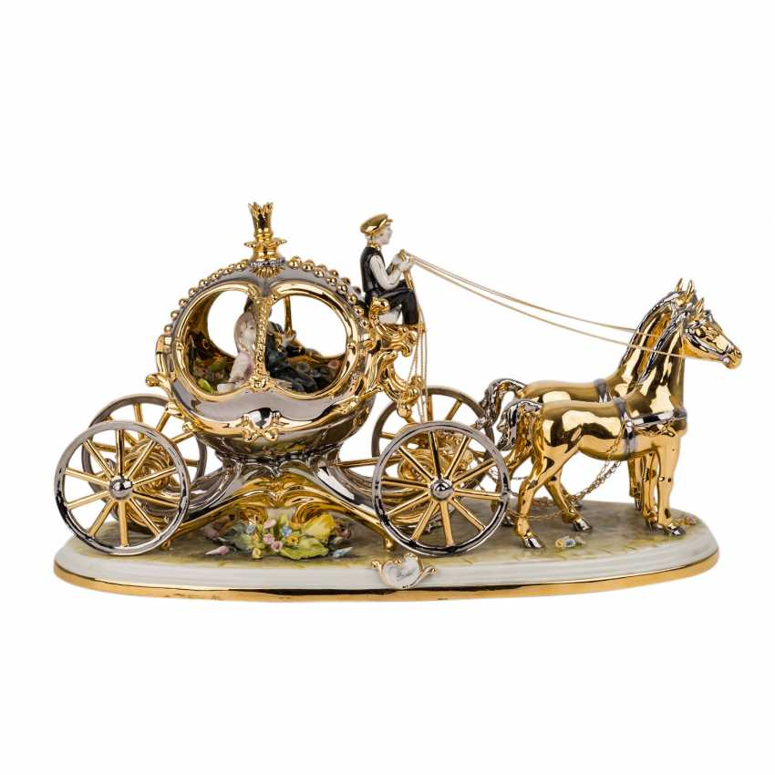 CAPODIMONTE figure group, 'Carriage with 2 horses, 20. Century. - photo 3