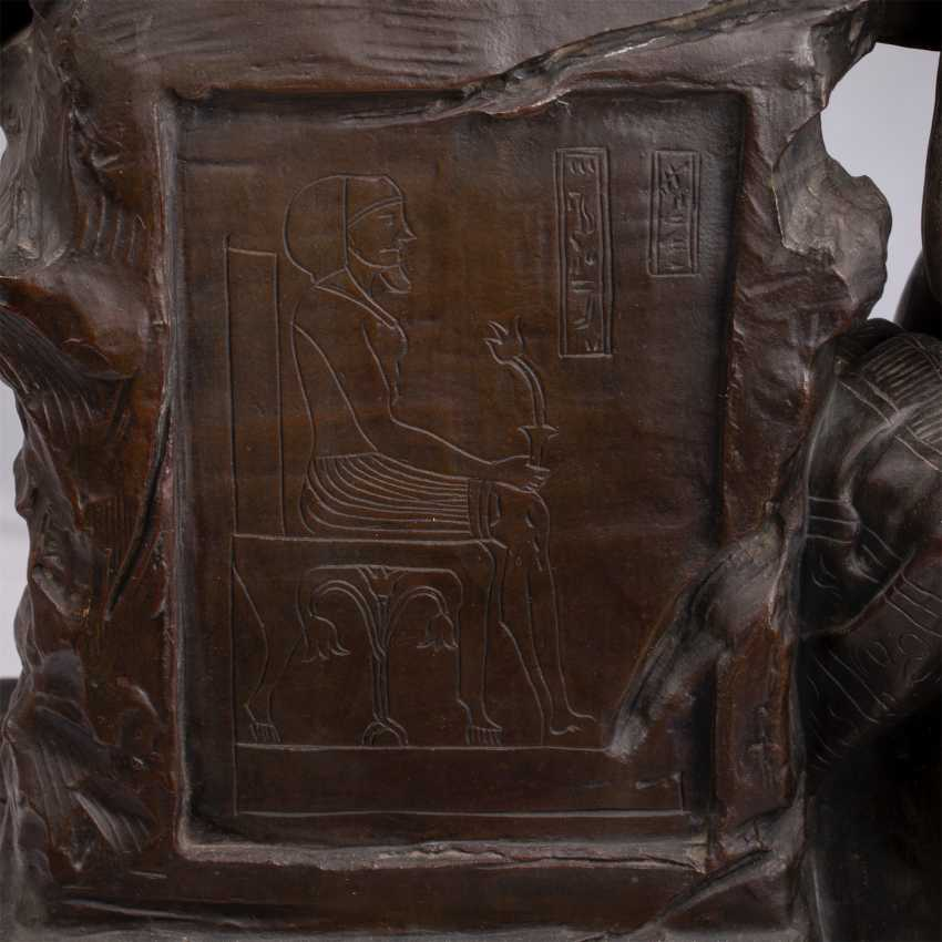 """A very large bronze figure of """"the Collector"""" - photo 6"""