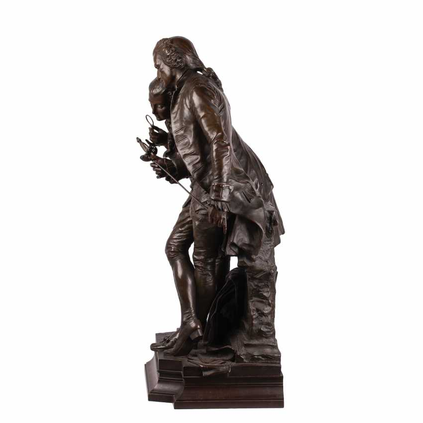 """A very large bronze figure of """"the Collector"""" - photo 8"""
