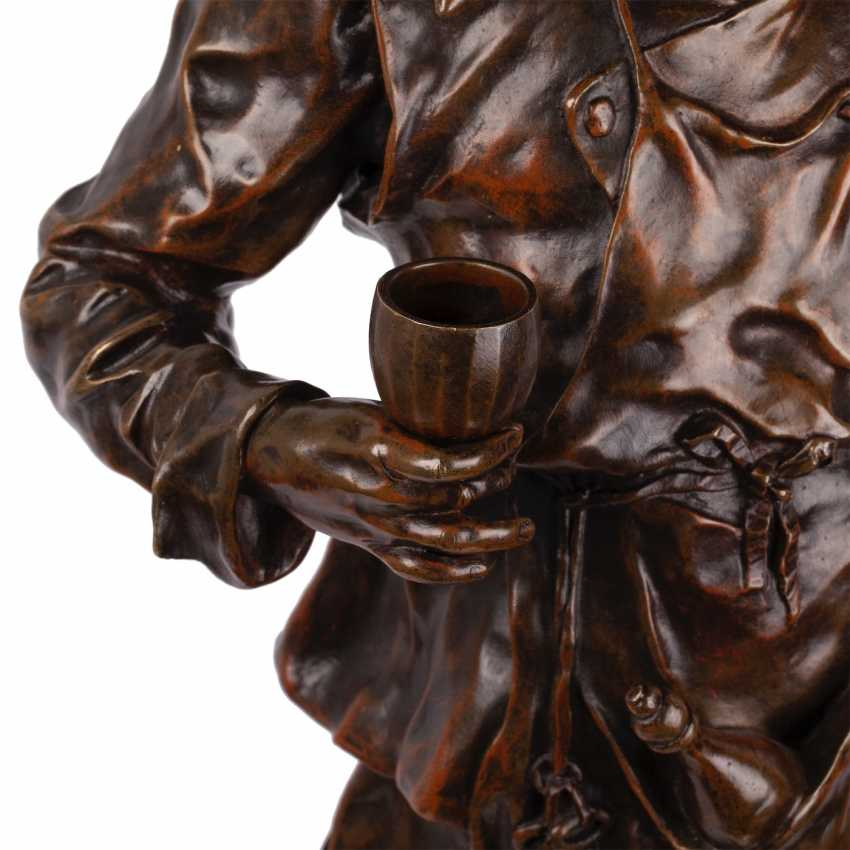"""A rare bronze figure of """"the Sommelier"""" - photo 4"""