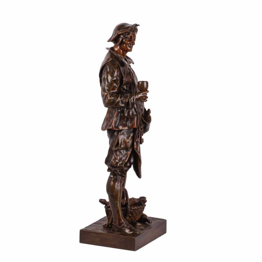 """A rare bronze figure of """"the Sommelier"""" - photo 5"""