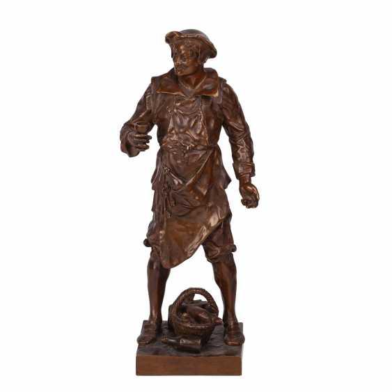 "Miniature bronze sculpture of ""Sommelier"" - photo 1"