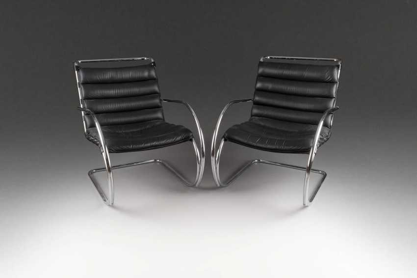 TWO FREE-SWINGING CHAIR IN THE BAUHAUS STYLE - photo 1