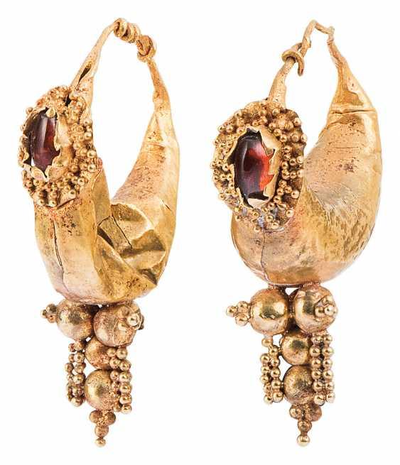 Pair of half-moon Hoop earrings with shells - photo 1