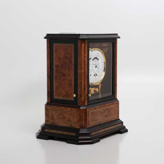"""JAEGER LE COULTRE table clock """"Atmos du Millenaire Marqueterie 'Crepuscule'"""", with 1000 year calendar and moon phase. - photo 2"""
