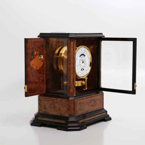 """JAEGER LE COULTRE table clock """"Atmos du Millenaire Marqueterie 'Crepuscule'"""", with 1000 year calendar and moon phase. - photo 8"""