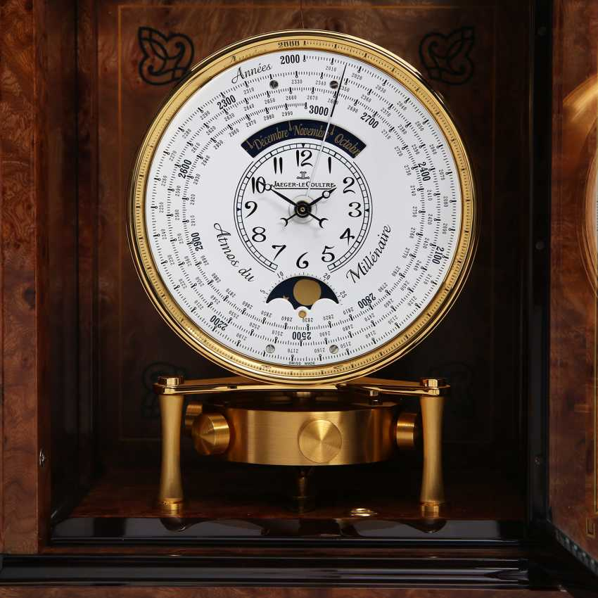 """JAEGER LE COULTRE table clock """"Atmos du Millenaire Marqueterie 'Crepuscule'"""", with 1000 year calendar and moon phase. - photo 10"""