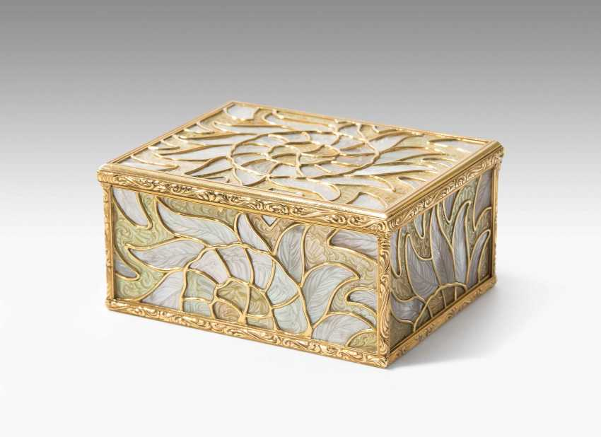 Gold box with mother-of-pearl - photo 1