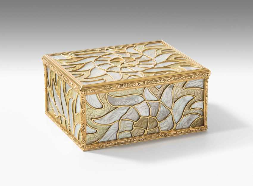 Gold box with mother-of-pearl - photo 2