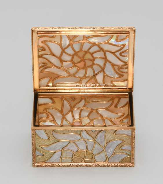 Gold box with mother-of-pearl - photo 7