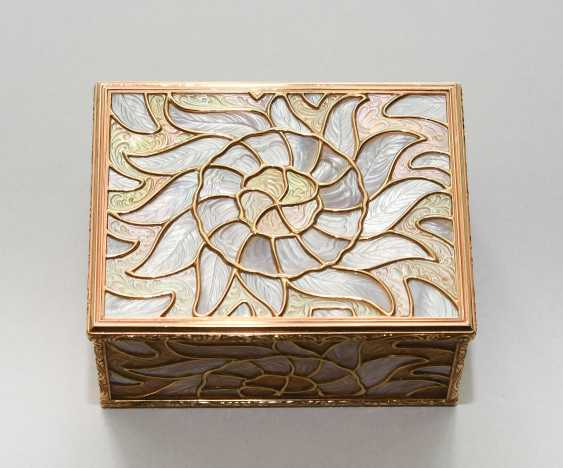 Gold box with mother-of-pearl - photo 9