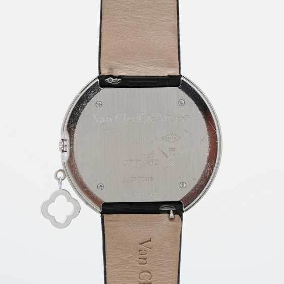 VAN CLEEF & ARPELS ladies watch with moveable pendant in 18K white gold - photo 5
