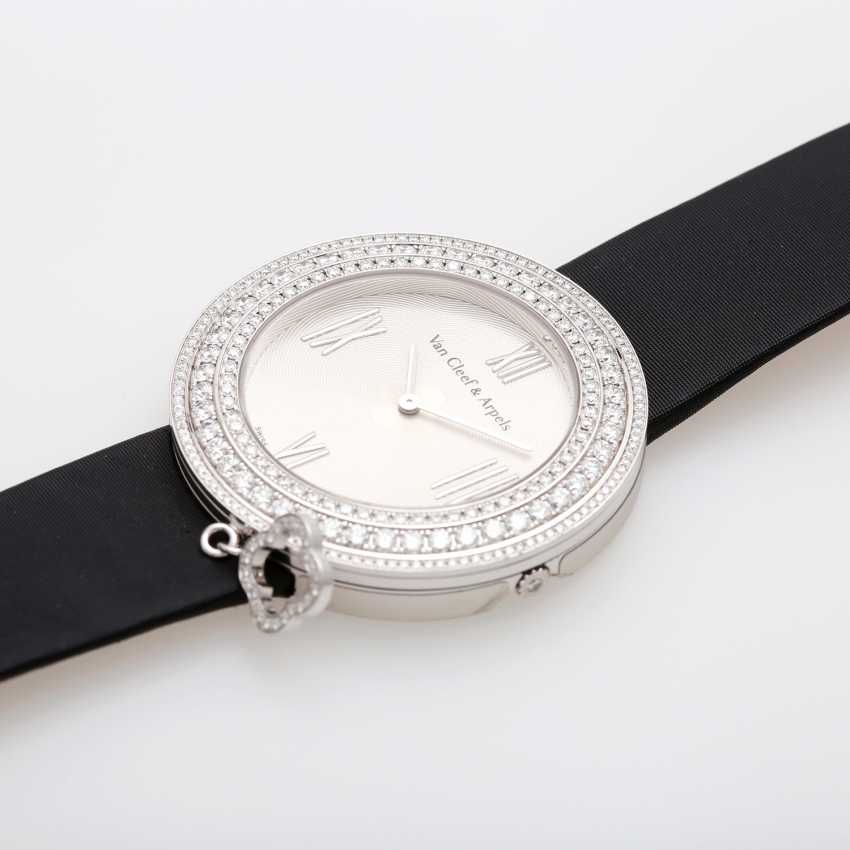 VAN CLEEF & ARPELS ladies watch with moveable pendant in 18K white gold - photo 3