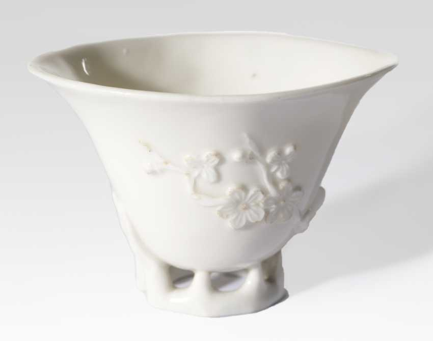Blanc-de-Chine rhinoceros Cup with cherry blossom and lilies - photo 1