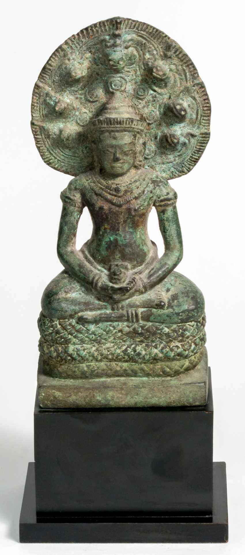 Sitzende Naga-Bronzefigur - photo 1